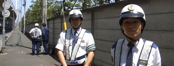 取締りの警察官